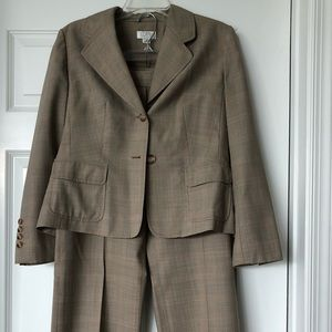 Women's pants suit
